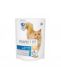 Сухой корм Perfect Fit In-Home для домашних кошек с курицей